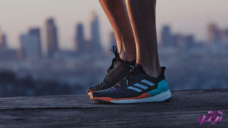 کفش ورزشی زنانه آدیداس سولار بوست