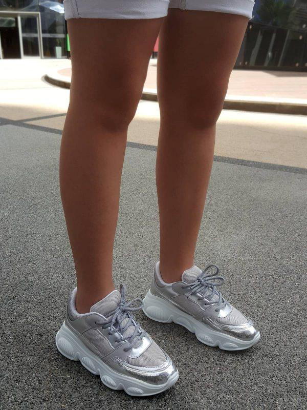 کفش اسپرت میکا